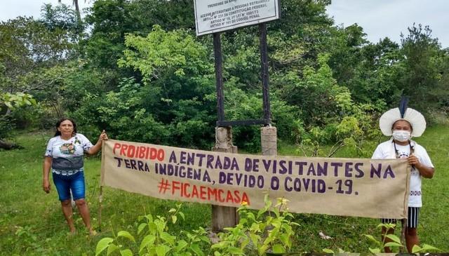 Ainda em maio, a Aldeia Tremembé da Barra do Mundaú, em Itapipoca, criou uma barreira sanitária e espalhou faixas para avisar que não estão recebendo visitantes. Os indígenas seguem barrando a entrada para visitantes.