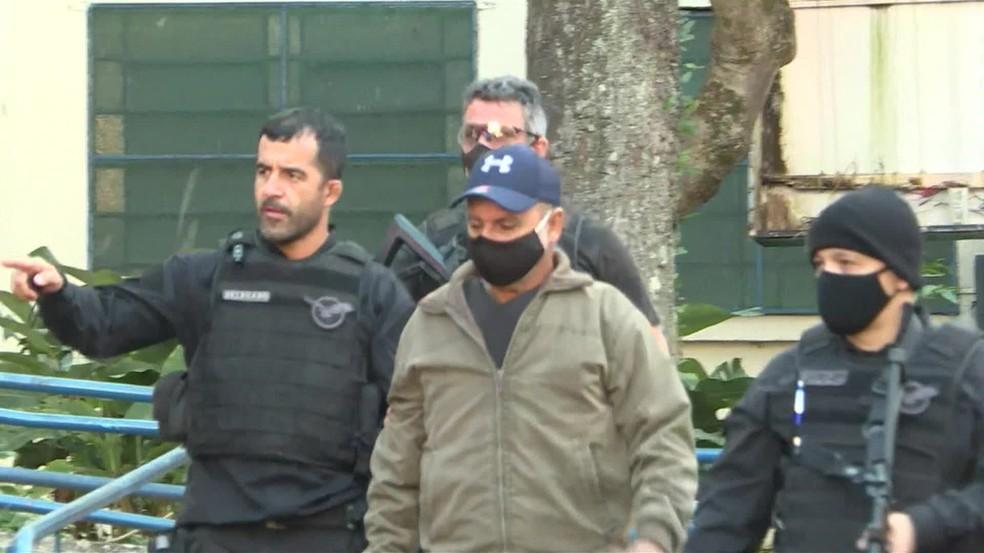 A justiça do Rio de Janeiro expediu os mandados de busca e apreensão e de prisão de Queiroz