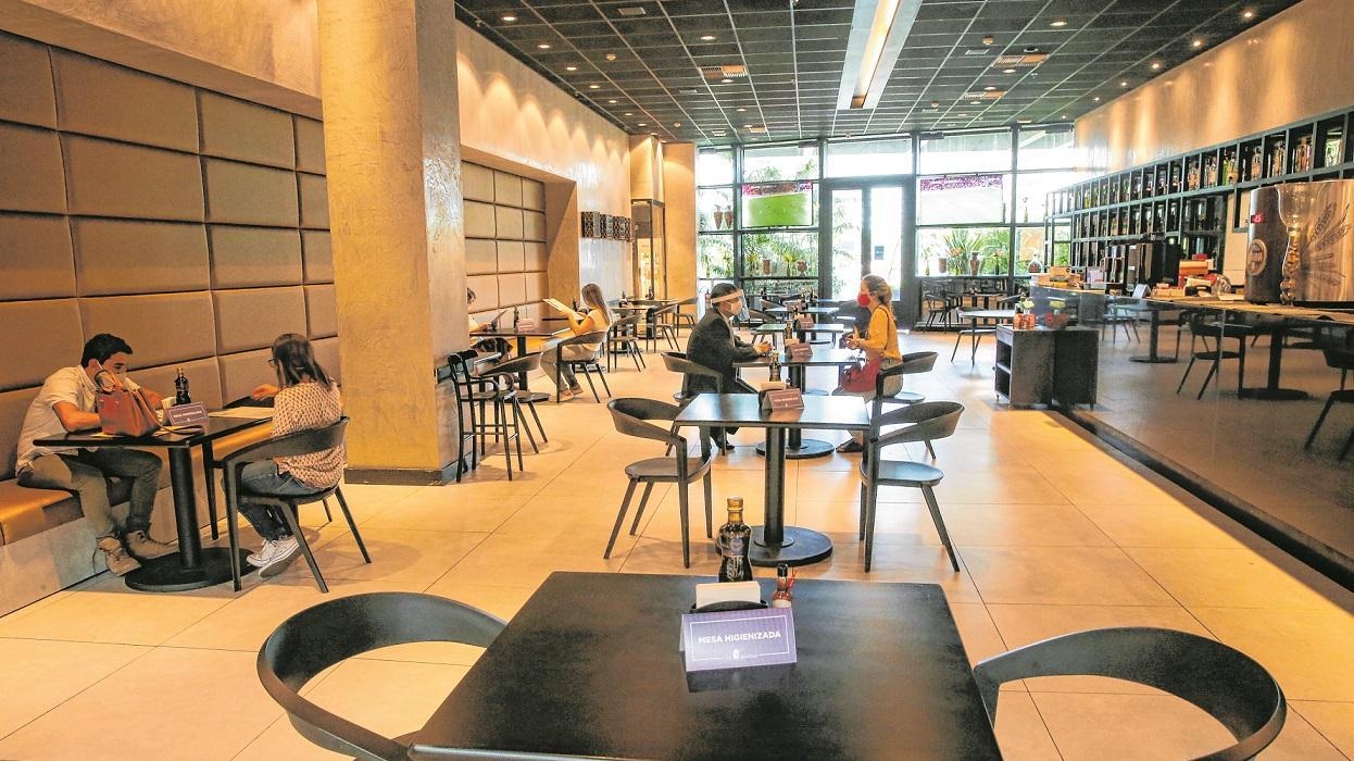 Após 100 dias fechados, restaurantes adentram 'terreno ...