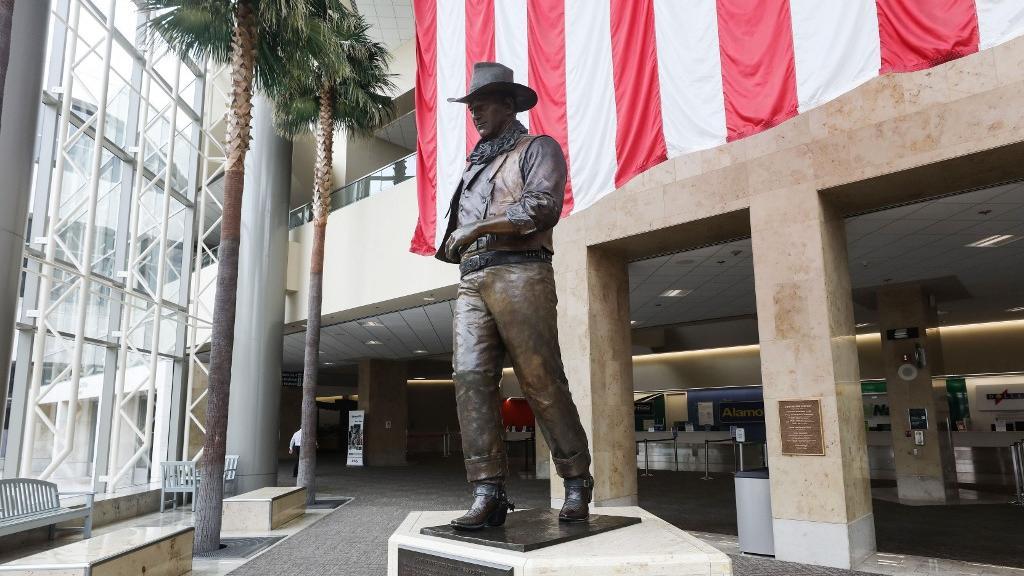 Trump defende John Wayne após pedido para renomear aeroporto por ...