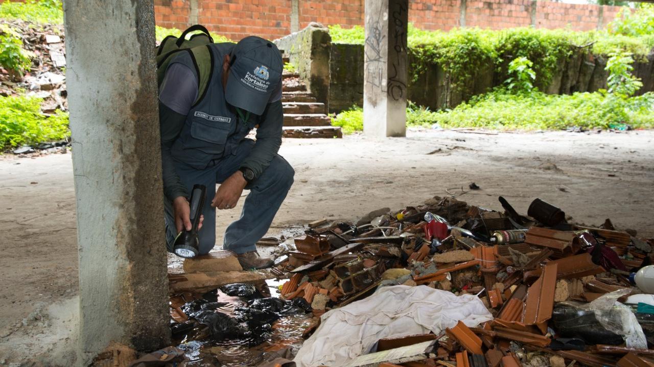 Foto mostra prevenção contra dengue