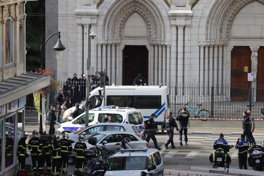 Baiana está entre as vítimas do atentado em basílica francesa, diz  Consulado - Mundo - Diário do Nordeste
