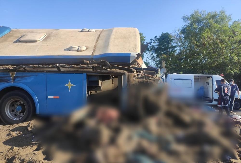 O ônibus levava cerca de 52 funcionários de uma empresa têxtil