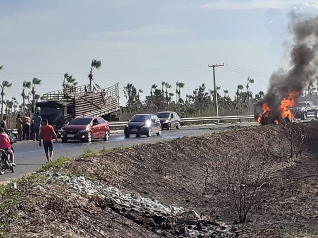 Após o acidente, o veículo pegou fogo rapidamente, sem chance para as quatro vítimas