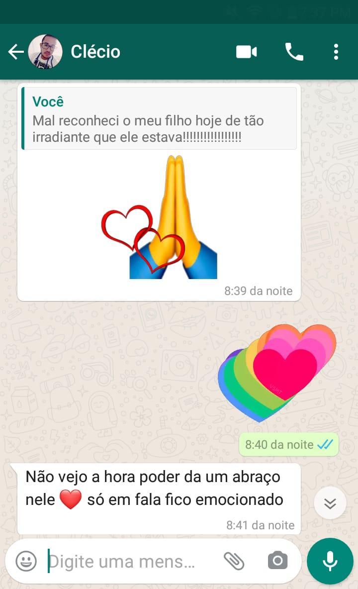 Troca de mensagem entre Clécio e o pai adotivo de Antônio Carlos