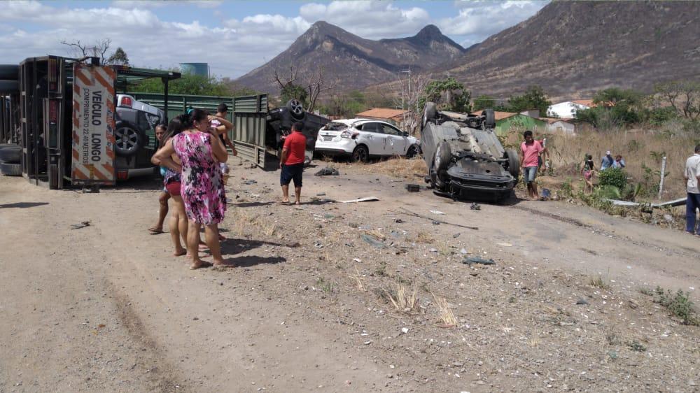 O acidente ocorreu na manhã desta sexta-feira (1°) no km 128 da BR-222