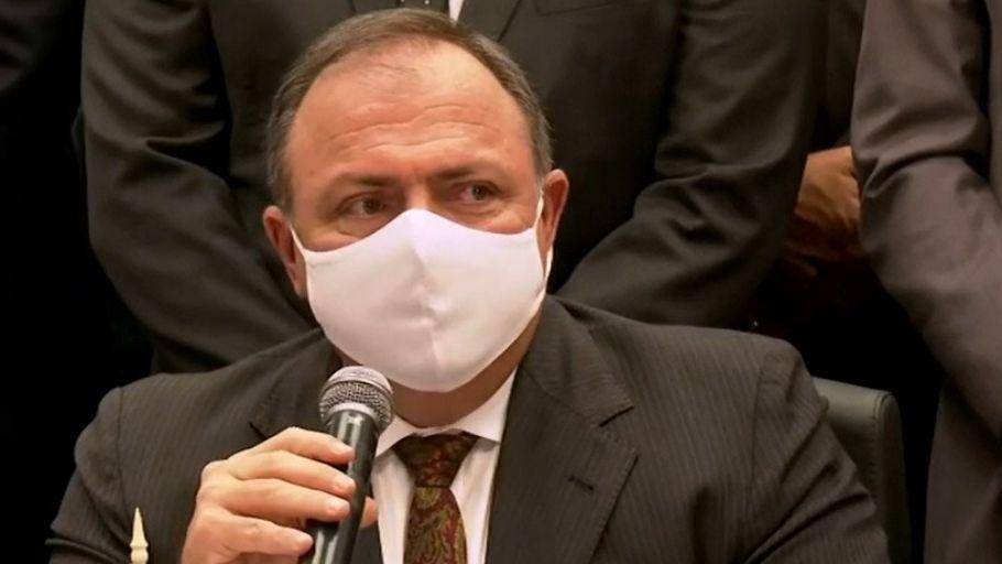 Ministro Pazuello autorizou o início da imunização contra o novo coronavírus ainda nesta segunda-feira (18)