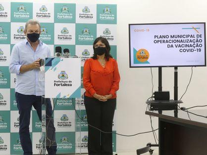 Prefeito Sarto Nogueira e secretária de Saúde de Fortaleza, Ana Estela