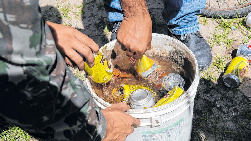 Lixo descartado de forma inapropriada pode acumular água e virar ambiente de proliferação do mosquito Aedes