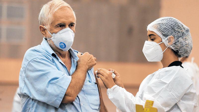 Vacinação domiciliar de idosos acima de 75 anos começa hoje (27) na  Capital, com 10 equipes - Metro - Diário do Nordeste