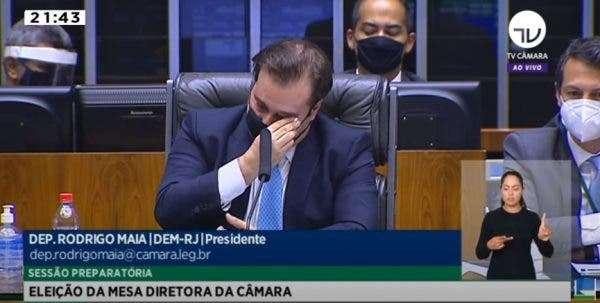 Resultado de imagem para Rodrigo Maia chora na Câmara