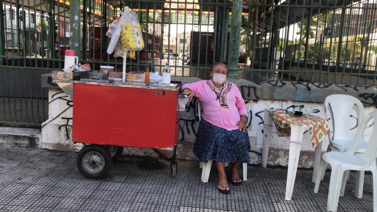 Idosa/ Venda/ Mercado dos pinhões