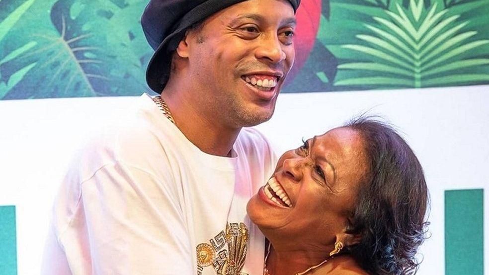Ronaldinho Gaúcho com a mãe