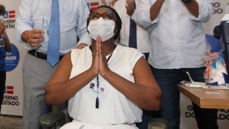 Primeira vacinada na Bahia é internada com Covid-19 três dias antes de receber a segunda dose