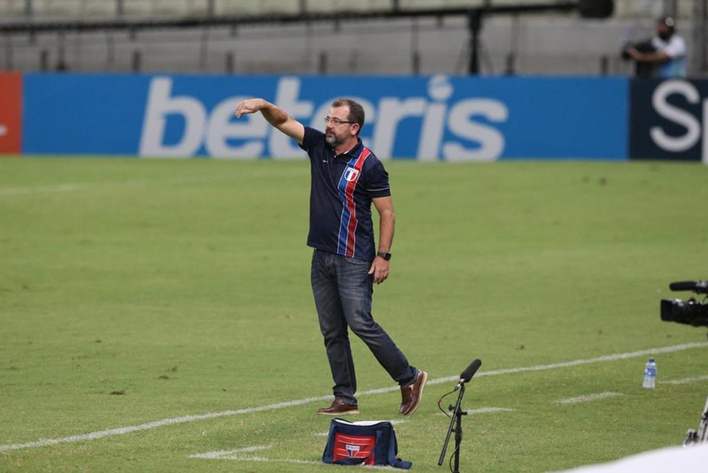 O técnico Enderson Moreira segue no Fortaleza para a temporada de 2021