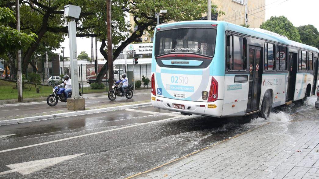 Chuva em diversos bairros de Fortaleza