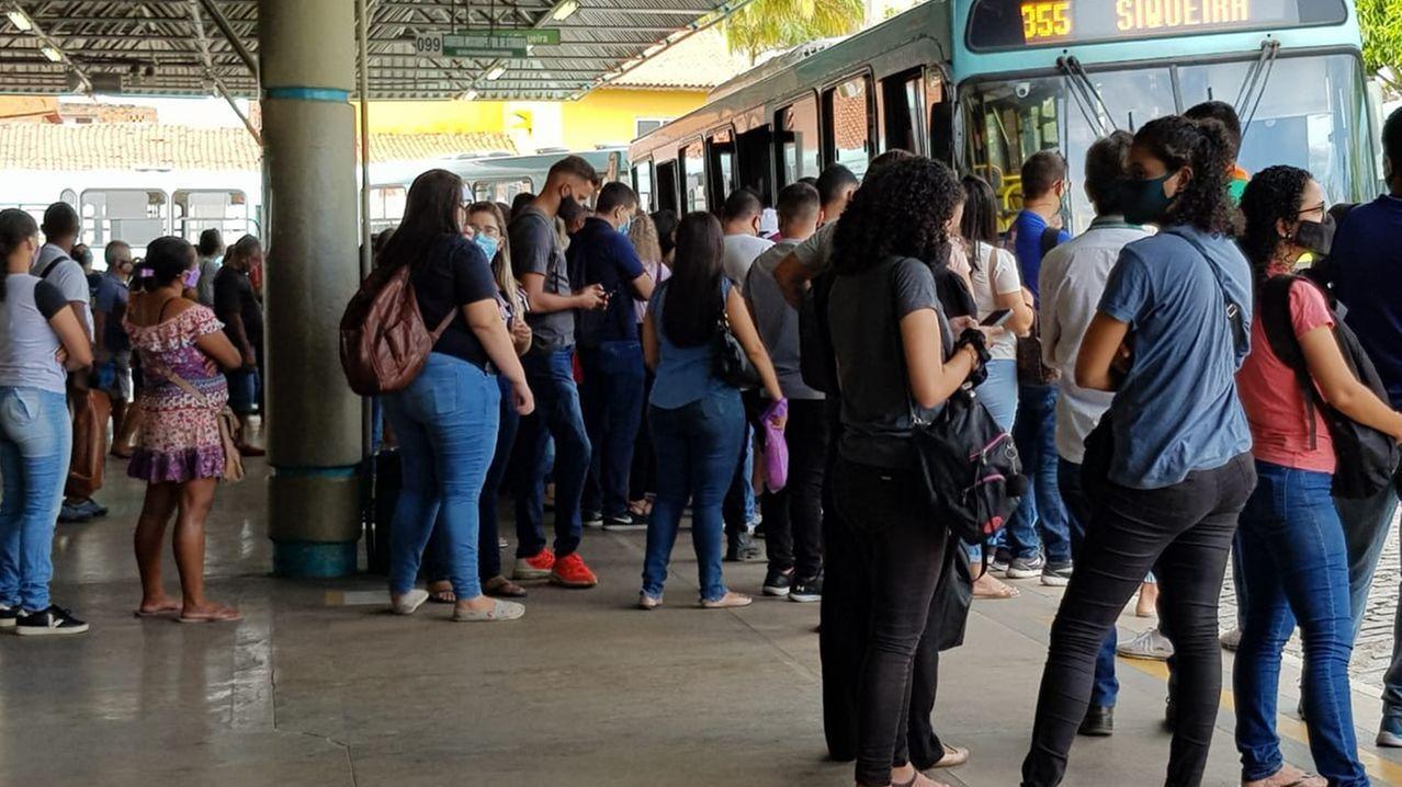 MPCE cobra medidas para evitar aglomerações em terminais e transporte coletivo de Fortaleza - Metro - Diário do Nordeste