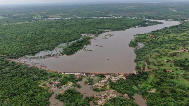 Açude sangra no Ceará