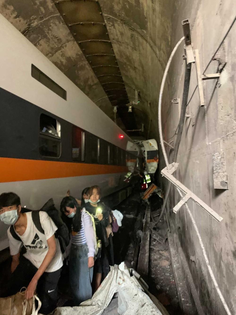 Trem destruído