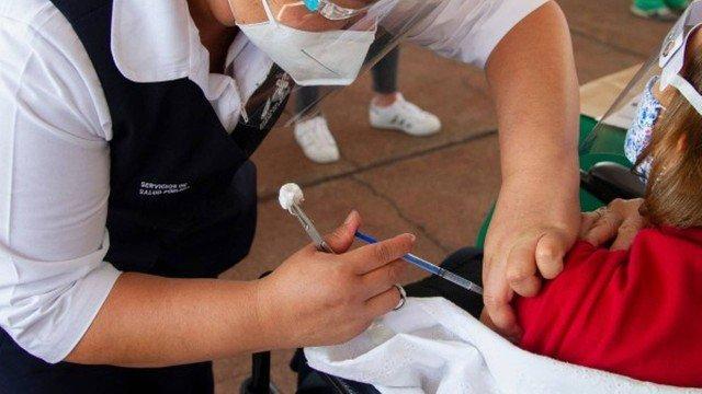 Idosa aproveita vacinação contra Covid-19 para denunciar maus-tratos da família - Mundo - Diário do Nordeste