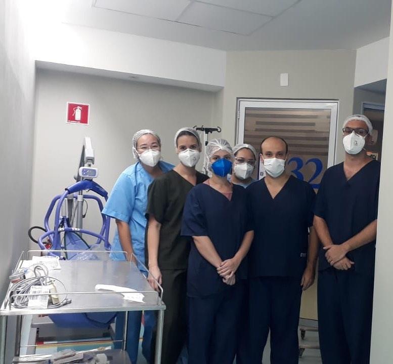 Esposa de Vicente Nery publicou foto de profissionais de saúde que cuidam de cearense