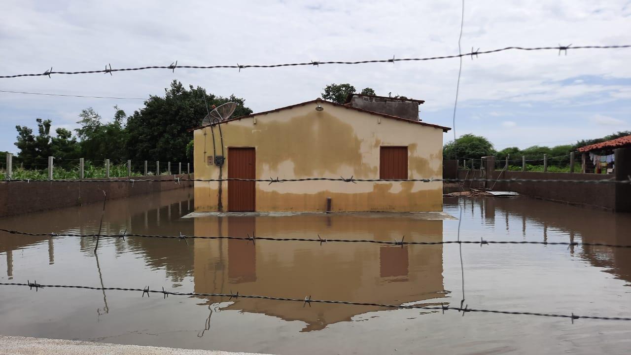 Casas ficaram alagadas em Iguatu