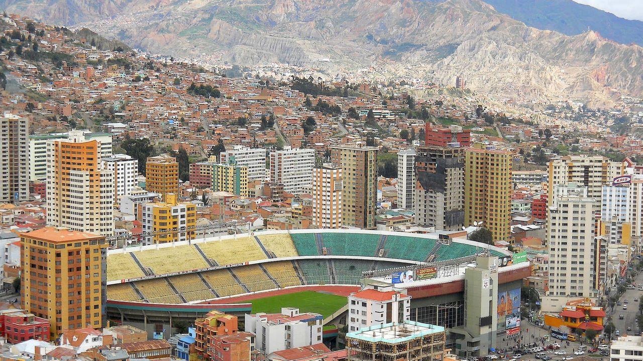 Foto aérea do Estádio Hernando SIles, em La Paz
