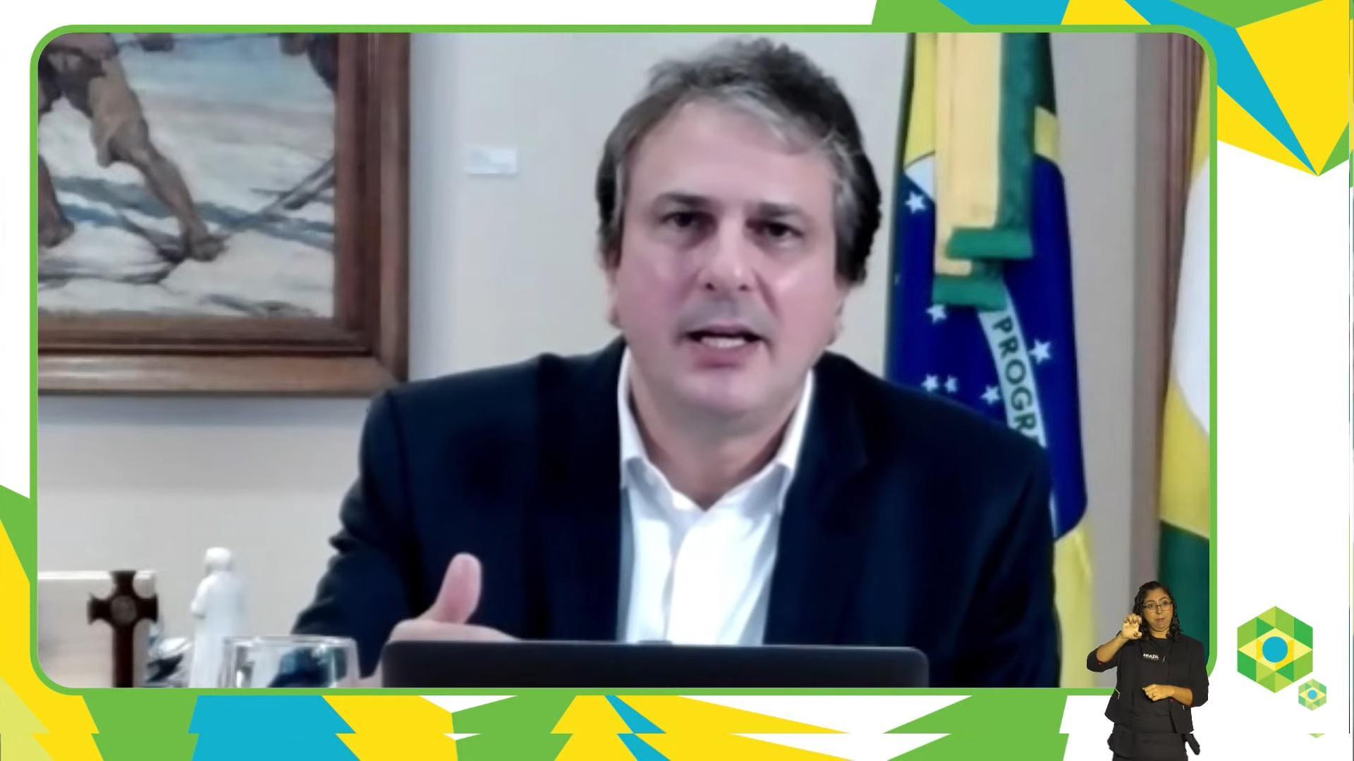 Camilo discursa durante conferÊncia