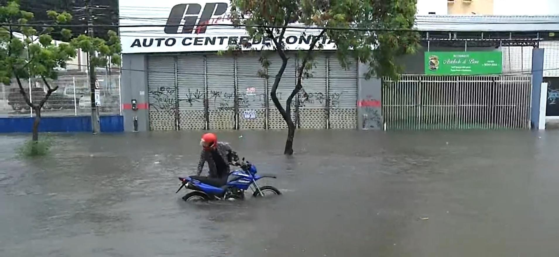 Motociclista preso na avenida Heráclito Graça em abril de 2021