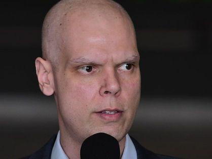 Bruno Covas, prefeito de São Paulo, em frente a microfone