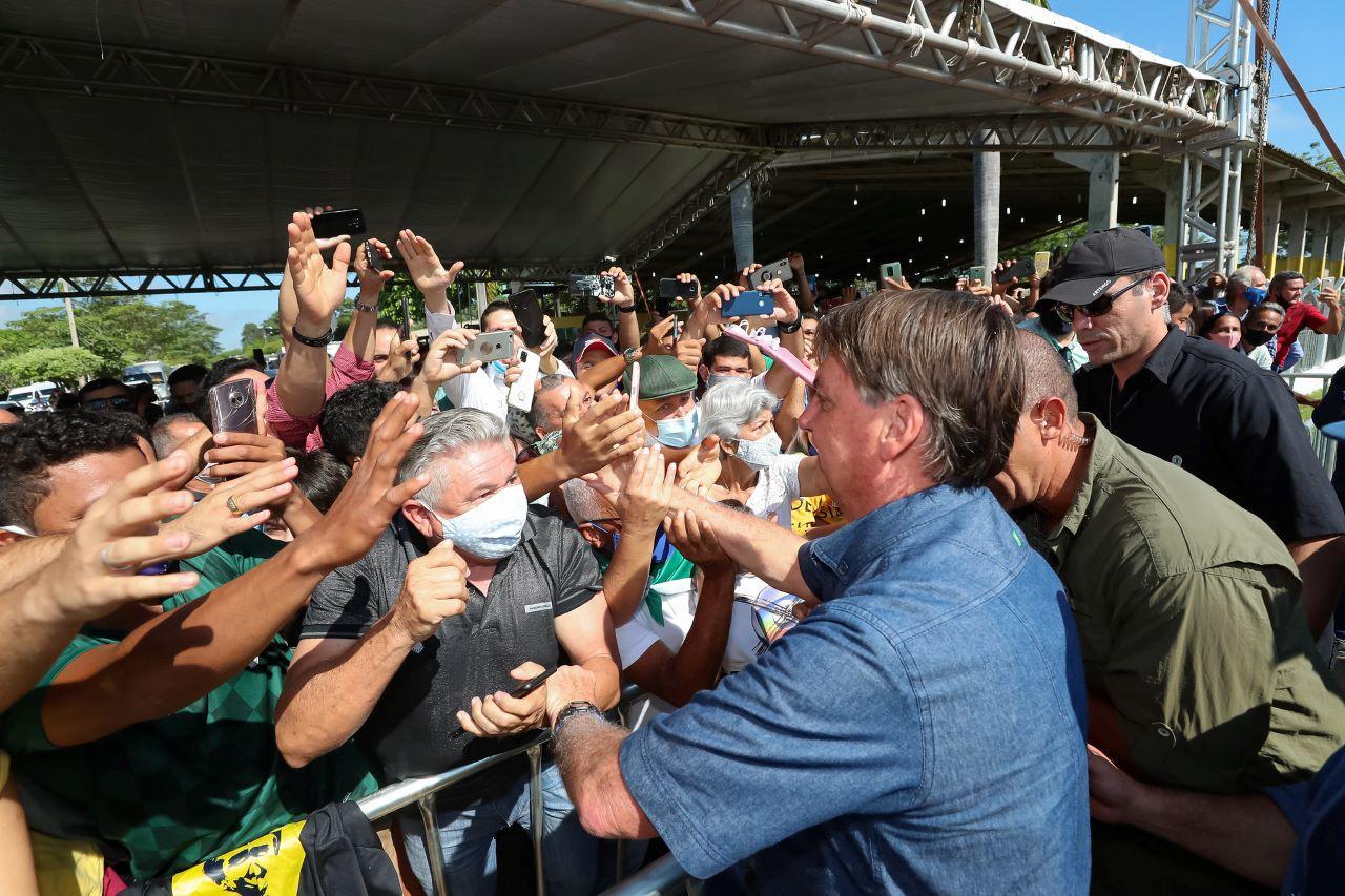 Bolsonaro em meio a multidão no Maranhão