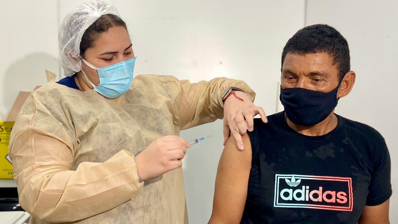 vacinação contra a covid-19 em fortaleza