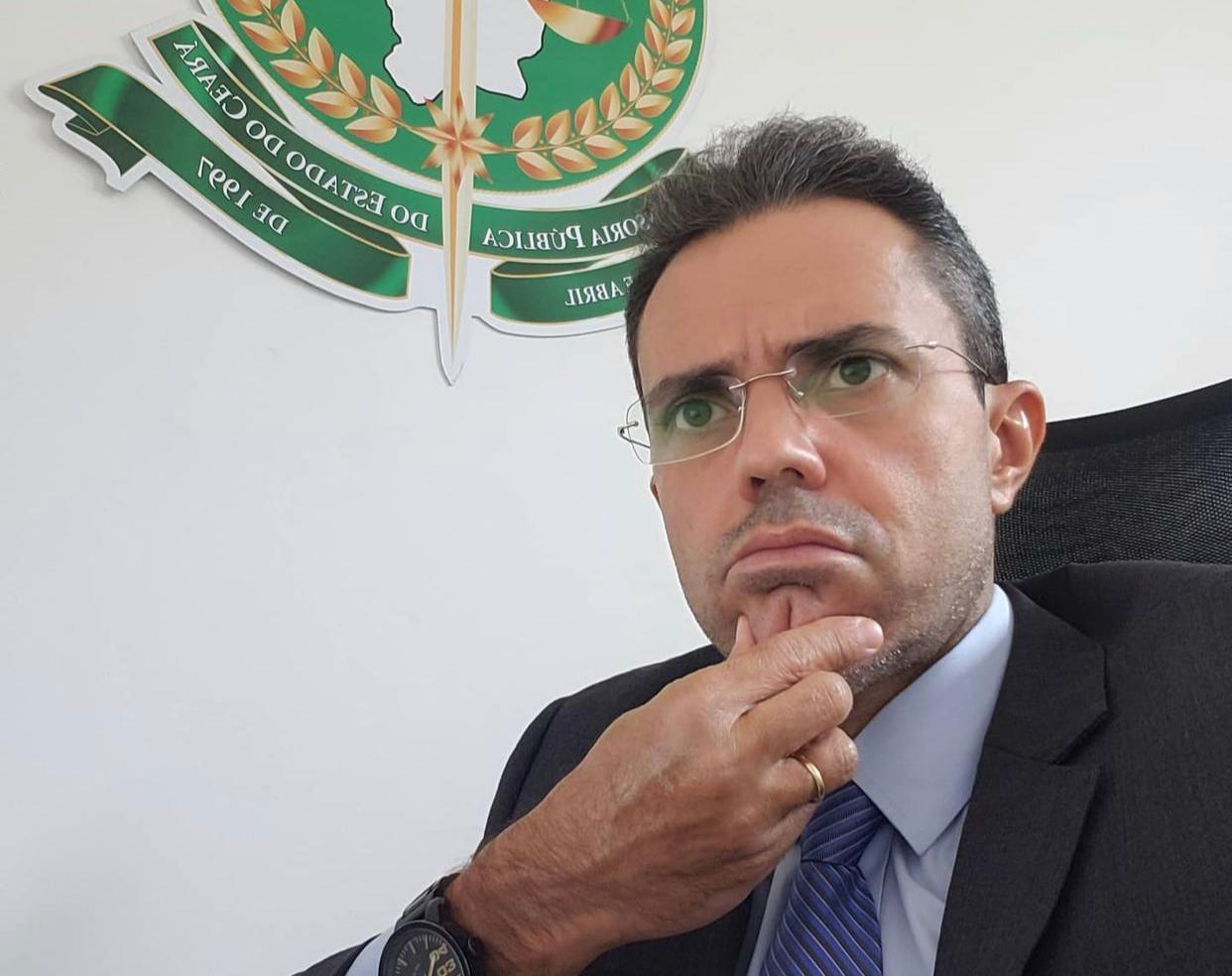 Defensor Público Emerson Castelo Branco