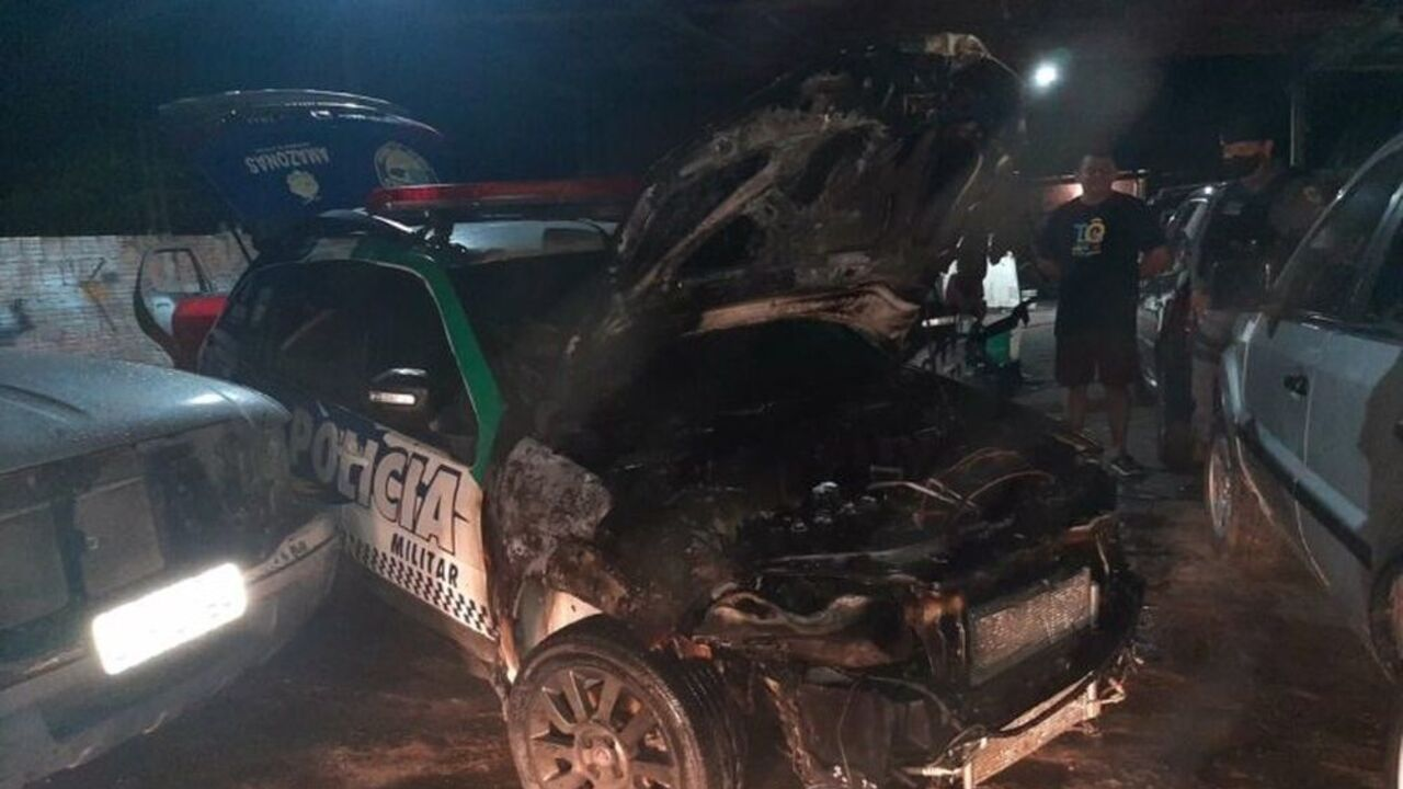 Viatura incendiada foi um dos ataques criminosos em Manaus
