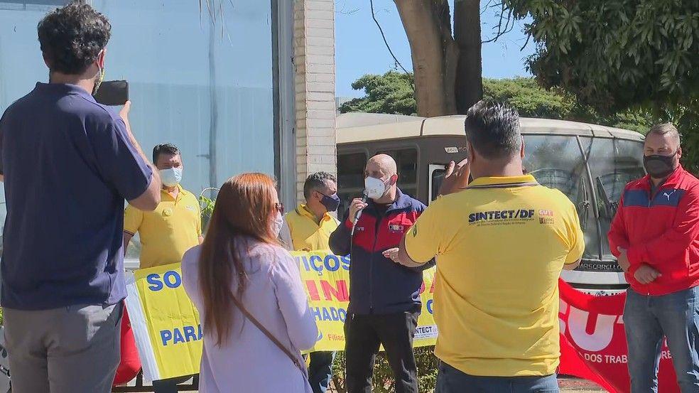 Protesto de bancários e trabalhadores dos Correios em frente ao Ministério da Saúde