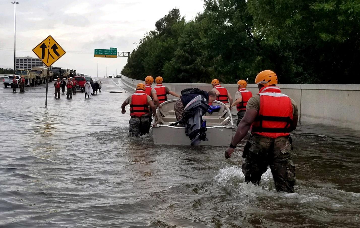Estados Unidos já enfrentam problemas de inundações causados por furacões