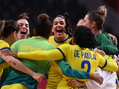Seleção feminina de handebol conquista primeira vitória nas Olimpíadas de Tóquio