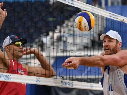 Alison e Álvaro perdem no vôlei de praia para americanos nas Olimpíadas de Tóquio