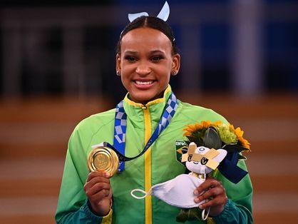 Atleta brasileira entrou na história com ouro e prata nos Jogos de Tóquio