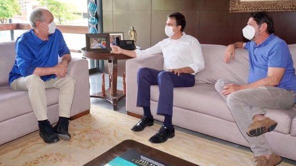 Governador Camilo Santana recebe ex-governadores Cid e Ciro Gomes no Palácio Abolição