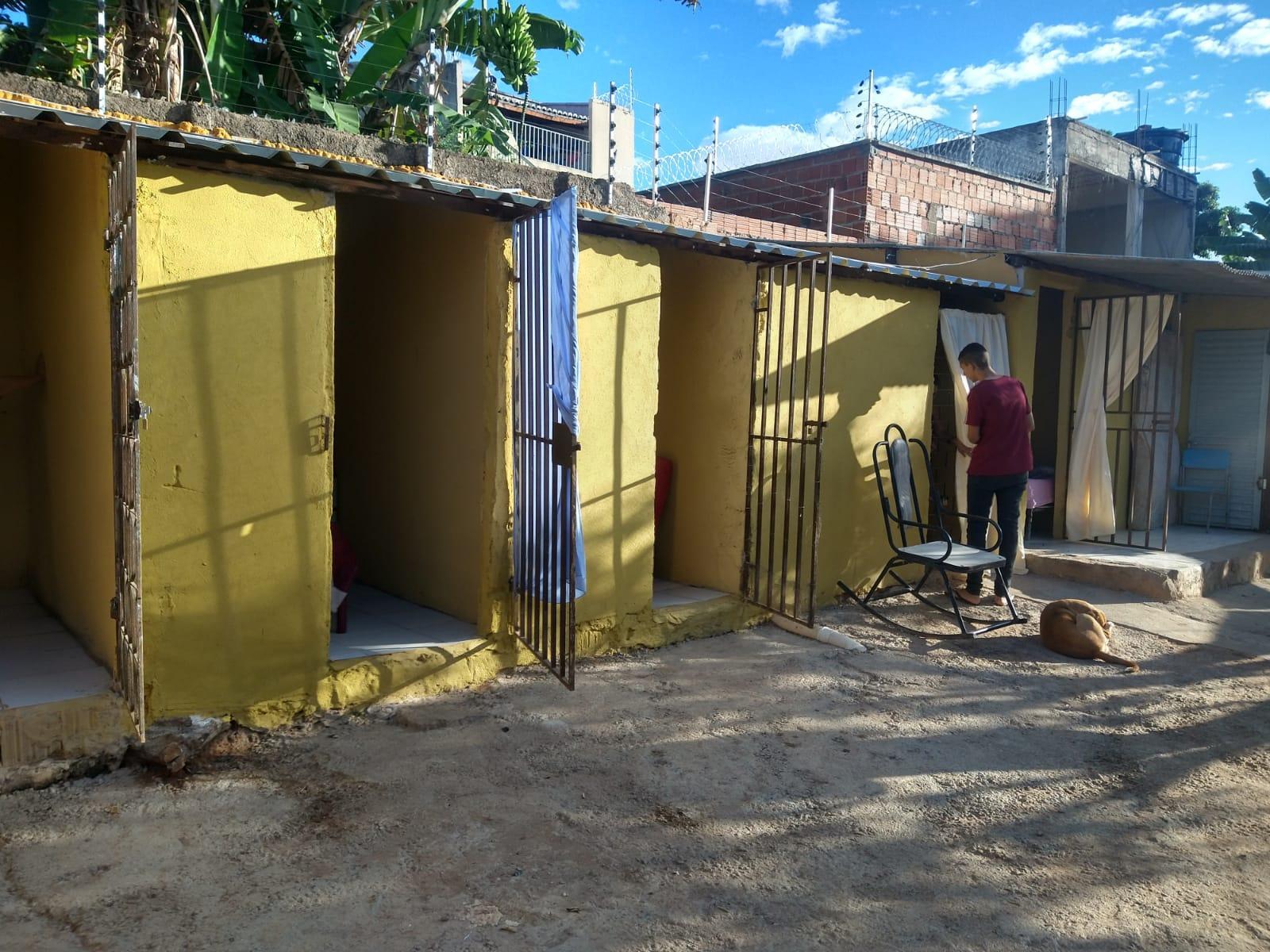Na clínica, a Polícia Civil constatou que todas as mulheres estavam aprisionadas em celas sem condições sanitárias