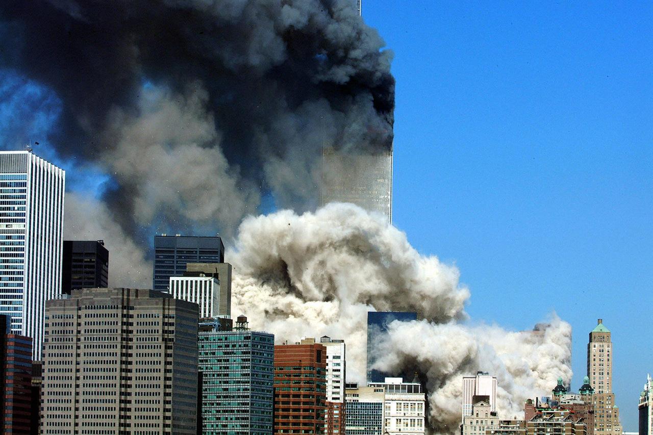 Queda da torre sul após ataques do 11 de setembro de 2001