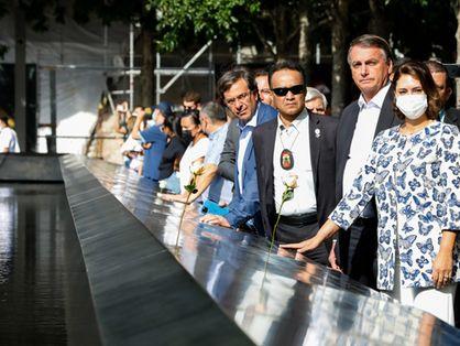 Comitiva do presidente Jair Bolsonaro visita monumento em homenagem aos mortos no atentato terrorista de 11 de setembro