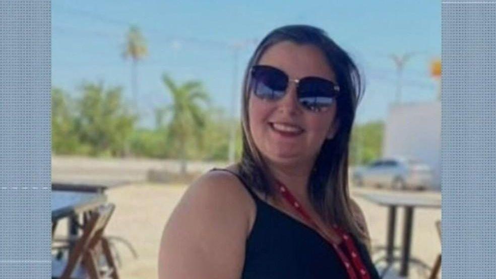Acusada em uma foto sorridente na praia