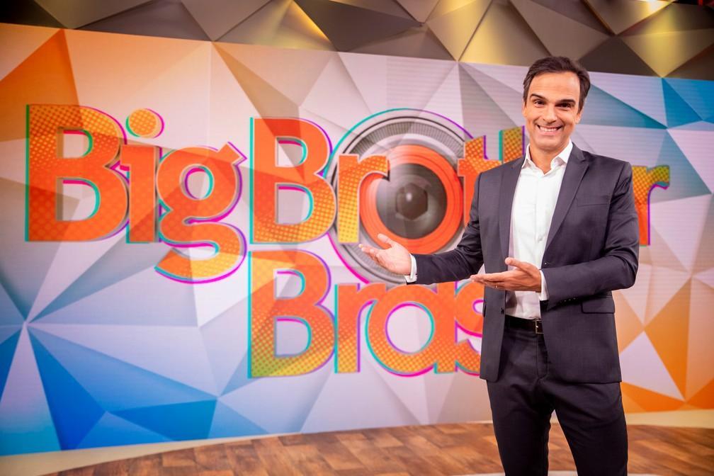 Tadeu Schmidt com a logomarca do bbb
