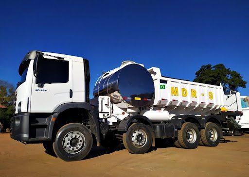 Modelo que caminhão usado como usina móvel de asfalto