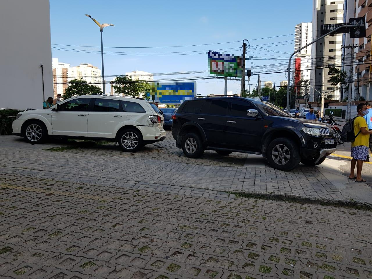 Carros envolvidos no acidente na Aldeota