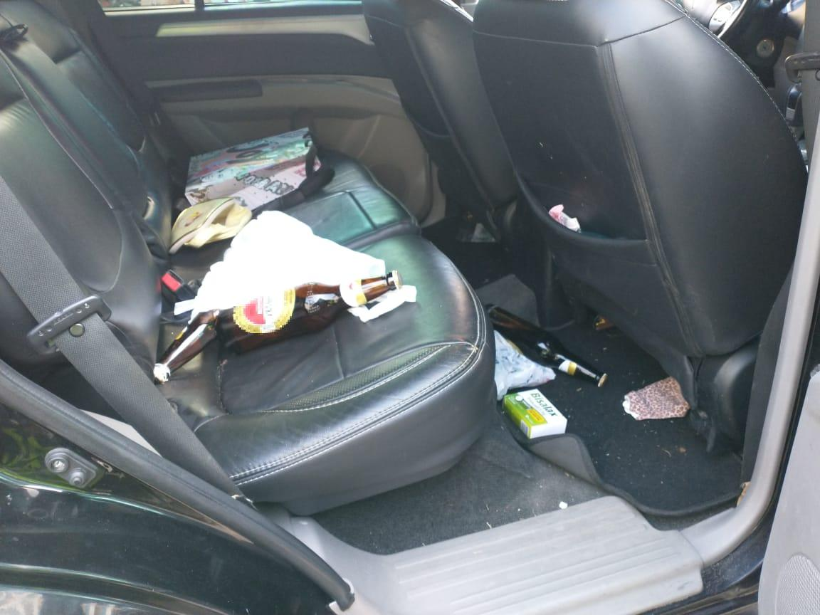 Bebidas alcoólicas foram encontradas dentro do veículo da condutora