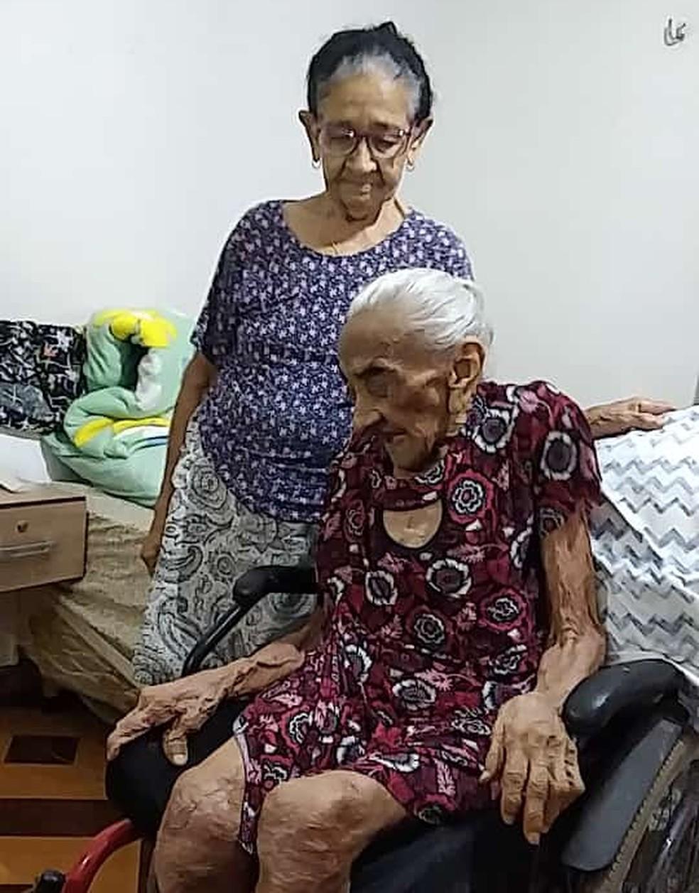 idosa vacinada/idosa vacina covid/
