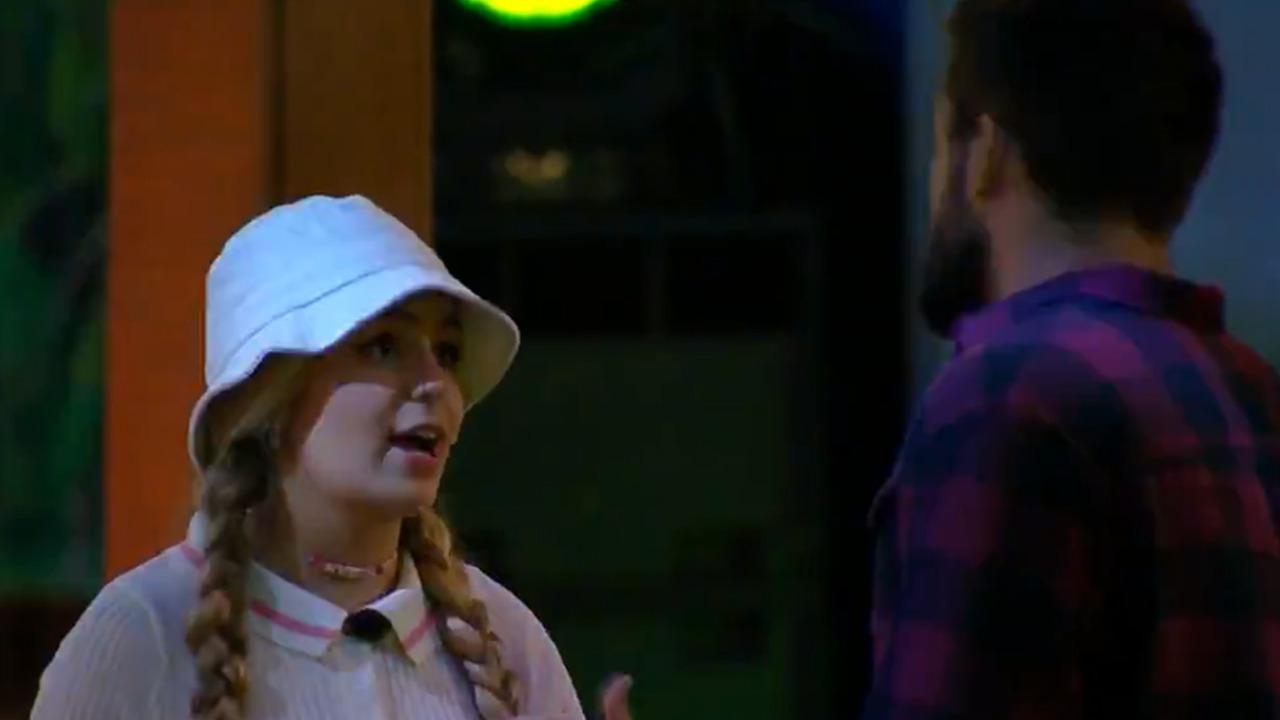 Viih Tube e Arthur conversam durante festa do líder Caio no BBB 21